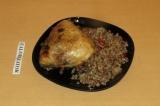 Готовое блюдо: греча с курицей в духовке