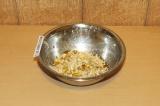 Шаг 3. Перемешать геркулес, топинамбур, кокосовое молоко и кокосовую стружку.