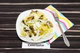 Готовое блюдо: салат с ананасами фетой и шампиньонами