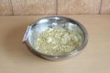 Шаг 3. Добавить теплую воду, перемешать и жарить на сухой сковородке с двух стор