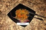 Готовое блюдо: куриные желудки с овощами и соевым соусом
