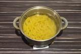 Шаг 5. В большом количестве воды отварить макароны.