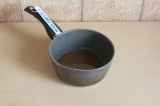 Шаг 4. Овсяный сироп поставить на огонь и довести до кипения.