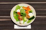 Готовое блюдо: греческий салат с семечками