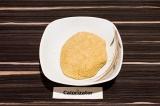 Шаг 1. Из воды, масла, овсяной и пшеничной муки, соли и разрыхлителя замесить