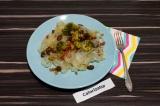 Готовое блюдо: рисовая лапша с фасолью и овощами