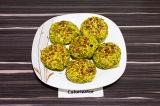Готовое блюдо: чечевичные котлеты с брокколи
