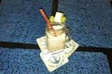 Готовое блюдо: йогуртовый смузи с банном и яблоком