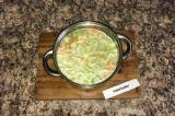 Шаг 5. Далее влить в кастрюльку воду и добавить картофель. Варить 40 минут.