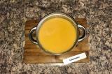 Шаг 6. Когда овощи сварились, добавить соль и пробить суп блендером.