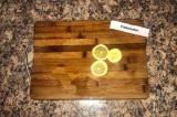 Шаг 10. В конце забросить лимоны и довести до кипения.
