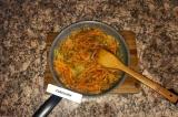 Шаг 6. В конце добавить томат и потушить еще 3 мин.