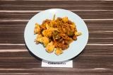 Готовое блюдо: овощи с фасолью тушеные в соевом соусе