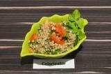 Готовое блюдо: зеленая гречка с овощами