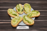 Бутерброды с хумусом и авокадо