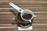 Шаг 3. Процедить кофе к соку с сиропом, охладить или добавить лёд.