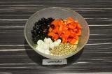 Шаг 5. Смешать все ингредиенты, заправить апельсиновой заправкой.