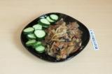 Готовое блюдо: сливочная капуста с грибами