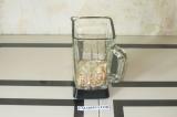 Шаг 2. В блендере смешать фасоль, воду, сироп и кешью урбеч.