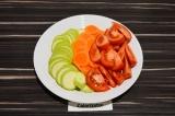 Шаг 1. Кабачок, морковь и помидор нарезать.