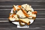 Готовое блюдо: бутерброды с запеченной морковью