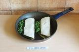 Шаг 7. Поджарить на сухой сковороде в течение 4 минут.