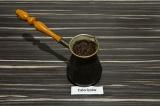 Шаг 1. Сварить крепкий кофе в турке.