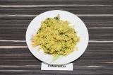 Готовое блюдо: киноа с кабачком и шпинатом