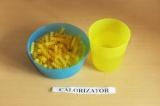 Шаг 1. Отварить макароны до полуготовности.