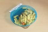 Готовое блюдо: макароны с овощами