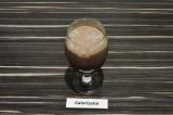 Шаг 4. Влить какао в бокал.