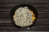 Шаг 6. Смешать рис с овощами, тушить еще пару минут.