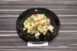Овощной салат с кабачком и чечевицей