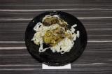 Готовое блюдо: рисовая лапша с баклажанами