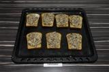Шаг 4. Ломтики хлеба выложить на противень, выложить икру и запечь 2 минуты