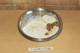 Шаг 5. Добавить яблочное пюре и молоко и тщательно перемешать.