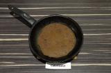 Шаг 4. Испечь блинчики на раскаленной сковороде, по одной минуте с каждой сторон