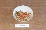 Шаг 7. Укроп нашинковать и добавить к помидорам с сыром, посолить, перемешать.