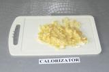 Шаг 1. Банан превратить в пюре и выжать сок из лимона.