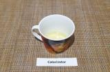 Шаг 1. Отделить белки от желтков, емкость с белками убрать в морозильник на 15 м