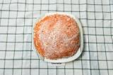 Шаг 6. Завершающий слой – морковь. Перед подачей украсить листом шпината