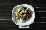 Готовое блюдо: салат с колбасой и баклажанами
