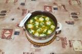 Шаг 9. Дать супу закипеть, перемешать, выключить огонь и дать настояться 5-10 ми