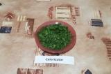 Шаг 8. Зелень нашинковать, добавить в суп вместе с лавровым листом.