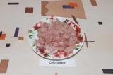 Шаг 1. Куриную грудку освободить от костей, нарезать на кусочки.