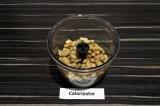 Шаг 3. Выложить в чашу измельчителя фасоль, специи, сок лайма, масло и подсолить