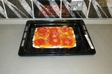 Шаг 9. Выложить помидор и лук поверх.