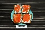 Готовое блюдо: бутерброд с нори и икрой