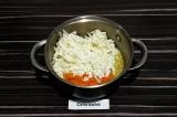 Шаг 4. Добавить сыр и морковь, перемешать.