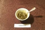 Шаг 6. Для заправки смешать оливковое масло, соевый соус, рисовый уксус, добавит
